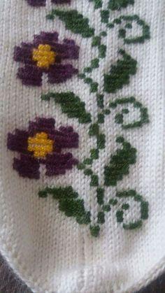 Patik Knitting Socks, Hand Knitting, Embroidery Stitches, Diy And Crafts, Handmade, Cross Stitch Embroidery, Star, Beautiful Flowers, Dressmaking
