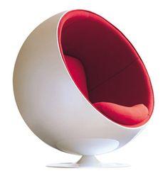 【F】エーロ・アールニオによる椅子の造形。ボールチェア。周囲の音を70%も軽減できるという。