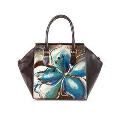 Ampia Borsa dipinta a mano in pelle con un fiore dalle sfumature blu elegante e femminile proprio come te. #artelisanti #borsedipinteamano #fiore #blu #madeinitaly #dipintoamano