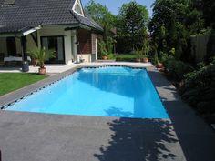 Een door Van den Heuvel zwembaden aangelegd zwembad