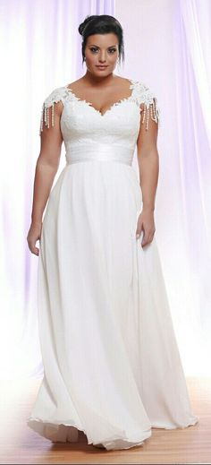 Curvy wedding gown with a lace bodice, corset and chiffon skirt. Perfect for plus size brides. Vona. Studio Levana