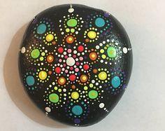 Piedra nueva Mandala  pintado Rock  punto colorido arte