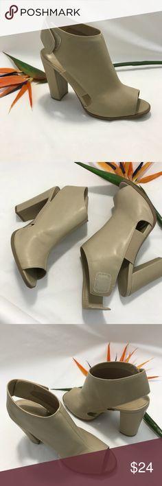 40c2a3c7a1b0 Pre-Owned Women s Wild Diva Peep Toe Sandal