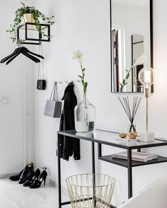 Stylish hallway!! :@ainteriorsaga Broker:@valvetmaklarfirma • • • • • • • • #scandinavianhomes #scandinaviandesign #scandinavian