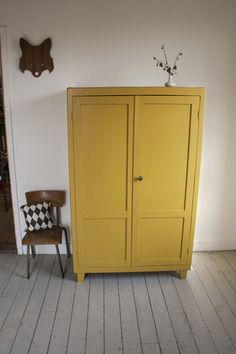 Vintage kledingkast kinder 160x100 okergeel - Firma Zoethout - 395,-