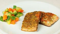 Ricetta Salmone alla piastra in crosta speziata marocchina: Speziato, come suggerisce il titolo della ricetta, è il termine che definisce questo piatto di semplicissima esecuzione. Una maniera alternativa e veloce di cuocere il salmone, ottima pietanza da inserire in un menu  per una cena informale tra amici.