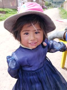 Volunteer in Peru our highly rated non-profit charity organization. Volunteer placements are based in the Maya city of Cusco Peru. Volunteer Programs, Volunteer Abroad, Education English, Teaching English, Charity Organizations, Cusco Peru, Volunteers, University, Group