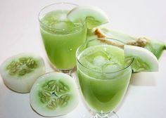 A Surprisingly Not-Too-Sweet Cucumber Melon Juice 2 large cucumbers 1 large wedge (about 1/4) of green melon (honeydew) 3 celery stalks