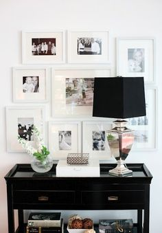 Entry Table In Chic Black Accentuated With A Black And White Wall Gallery. Added Sparkle Of A Silver Base Lamp Decoration Entree, Decor Room, Wall Decor, Entryway Decor, Rustic Entryway, Deco Design, Design Design, Wall Design, Home And Deco