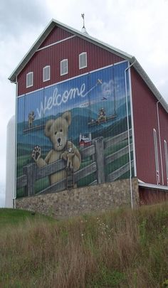 Another photo of the 'Boyd's Bear Barn' in Pennsylvania. It's an awesome place to visit Farm Barn, Old Farm, Country Barns, Country Life, Country Roads, Architecture Design, American Barn, Barn Signs, Barn Dance