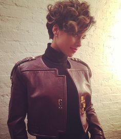 """Alicia Keys New Hair Cut 
