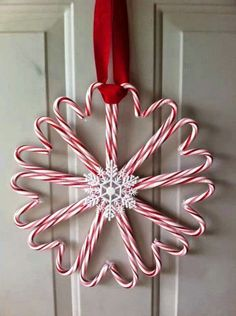 Candy Cane Christmas Wreath…these are the BEST Homemade Holiday Wreath Ideas! Candy Cane Christmas Wreath … These are the best homemade Christmas wreath ideas! Noel Christmas, Winter Christmas, Christmas Dishes, Pallet Christmas, Christmas Music, Candy Cane Christmas Tree, Christmas Bedroom, Diy Christmas Room Decor, Christmas Design