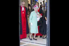 Elizabeth et Philip, toujours chic. Robe pastel et chapeau blanc, la classe royale - Paris Match