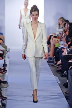 Oscar De La Renta Spring 2013 // white suite with cropped pant