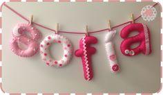 Cuelgapuertas y nombre en fieltro para habitación del bebé