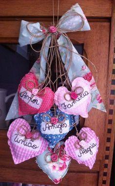 Desejos do coração! Heart Decorations, Valentines Day Decorations, Valentine Crafts, Christmas Crafts, Christmas Decorations, Christmas Ornaments, Holiday Decor, Decoration St Valentin, Fabric Hearts