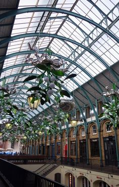 Covent Garden Guide Christmas decorations in the Piazza