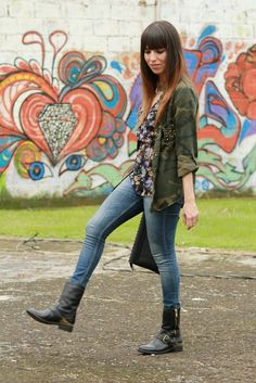 Floral and camo... -latest post on my blog- #grunge #fashion I want those boots