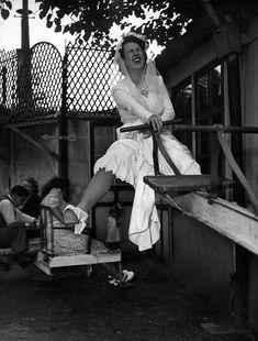 Robert Doisneau. #Webcards chine pour vous. Des photos de Paris... qui sera…