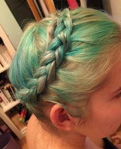 Green and blonde ombre crown braid ~ via Dyed Blonde Hair, Blonde Ombre, Golden Blonde, Dark Blonde, Bright Hair Colors, Natural Blondes, Ombre Effect, Ombre Hair Color, Platinum Blonde