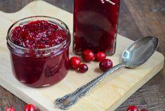 Maak super snel en eenvoudig cranberry compote, het is heel eenvoudig om zelf cranberry compote te maken! Heerlijk bij allerlei kerstrecepten.