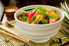 Are you tired of having the same boring salads? Here are some interesting healthy Chinese salad recipes you can try to add color to your meals. Thai Noodle Salad, Thai Noodles, Noodle Dish, Noodle Bowls, Rice Noodles, Healthy Cooking, Healthy Eating, Cooking Recipes, Healthy Recipes