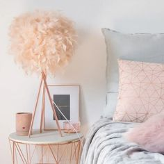 Metal Lamp with Pink Feather Shade Home Decor Bedding, Diy Room Decor, Living Room Decor, Bedroom Decor, Sister Bedroom, Girls Bedroom, Pink Home Accessories, Princess Room, Bedroom Ceiling