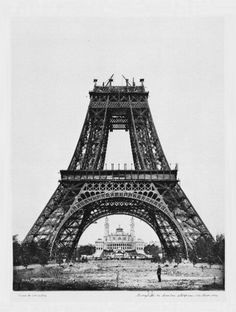 Photos of Famous Landmarks While They Were Still Under Construction - Eiffel Tower