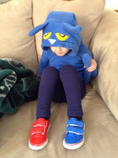 Halloween Sewing: Pete the Cat Costume — EmmaKnits Book Costumes, Book Character Costumes, Cat Costumes, Halloween Costumes, Costume Ideas, Halloween Sewing, Halloween Cat, Halloween Ideas, Halloween 2014