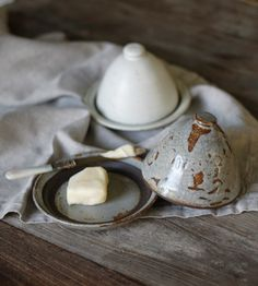 Love these glazed stoneware butter dishes. from Alder & Co. But honestly, couldn't even fit a stick of butter Ceramic Tableware, Ceramic Pottery, Ceramic Art, Earthenware, Stoneware, Butter Bell, Butter Pasta, Butter Shrimp, Ceramic Butter Dish