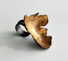 Enamel Jewelry, Metal Jewelry, Jewelry Art, Jewelry Rings, Jewelry Accessories, Jewelry Design, Silver Jewelry, Contemporary Jewellery, Modern Jewelry