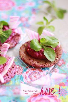 Des blinies à la betterave, crème de betterave à la ricotta pour une mise en bouche colorée et pleine de fraicheur pour mettre une touche de printemps dans vos assiettes !
