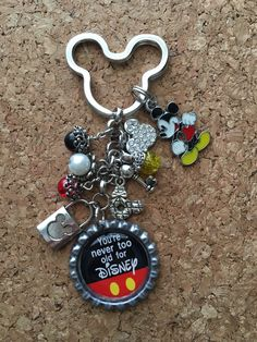 Made with 1 inch bottle cap, epoxy seal charms… Disney Rings, Disney Jewelry, Mickey Mouse And Friends, Mickey Minnie Mouse, Disney Keychain, Estilo Disney, Bottle Cap Crafts, Bottle Caps, Old Disney