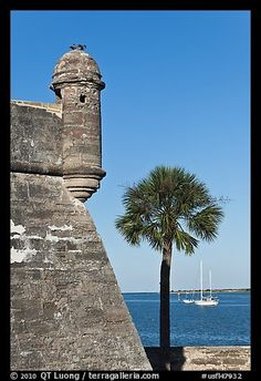 Corner bastion of the Spanish built fort and walls made of coquina masonry units. Castillo de San Marcos National Monument. St Augustine, Florida, USA
