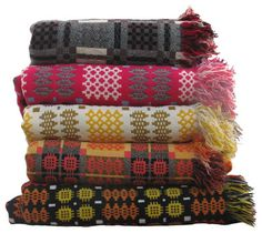 Jen Jones Welsh Quilts and Blankets - Welsh Tapestry Bedcovers & Welsh Blankets Welsh Blanket, Wool Blanket, Textiles, Textile Patterns, Plaid Bedding, Retro Fabric, How To Purl Knit, Soft Furnishings, House Colors