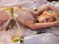 Tiptoe through the tulips #tbt . . #fashion #styleblogger #fashionblogger #model #fit #bohoblogger #portrait #boho #barefoot #bohemian #tulle #hippie #fairy #gitane #vintage #flowers #tulips #nikonphotographers #faerie #bohoblogger #nude #gypsy #editorial #photoshoot