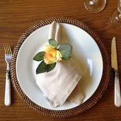 Flores pequenas e delicadas emprestam beleza e suavidade à sua mesa. Porta guardanapos Praz...
