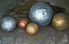 Zigurat Creación :: Complementos / Esculturas. Caras esféricas. Fibra de vidrio y resinas. Diversos acabados. Medidas de 30 a 100cm.