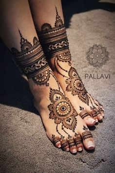 Explore Best Mehendi Designs and share with your friends. It's simple Mehendi Designs which can be easy to use. Find more Mehndi Designs , Simple Mehendi Designs, Pakistani Mehendi Designs, Arabic Mehendi Designs here. Henna Hand Designs, Wedding Henna Designs, Engagement Mehndi Designs, Mehndi Designs Feet, Latest Bridal Mehndi Designs, Legs Mehndi Design, Mehndi Designs 2018, Modern Mehndi Designs, Mehndi Design Pictures