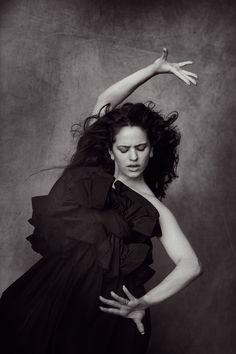 Rosalía covers Vogue Spain July 2019 by Peter Lindbergh Peter Lindbergh, Vintage Photography, Portrait Photography, Fashion Photography, Paolo Roversi, Moda Black, Divas, Foto Instagram, Alfred Stieglitz
