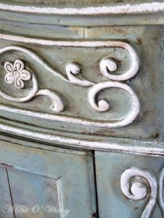 As you are painting with chalk paint a little dab of a different color mixed in could give a unique look. Use bottles with a squirt nozzle and acrylic craft paint to add a different touch to chalk painting. Chalk Paint Projects, Chalk Paint Furniture, Furniture Projects, Furniture Makeover, Diy Furniture, Craft Paint, Paint Ideas, Distressed Furniture, Repurposed Furniture