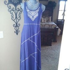 Tank top maxi dress size small Tank top maxi in blue and soft gold size small Cable & Gauge Dresses Maxi