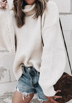 baggy sweaters + levis shorts + urban outfitters circle straw bag   best casual outfits for the beach   vacation style and everyday outfits for women #ootd #outfit