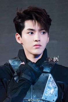 Daddy Kris is so handsome I bet Mommy Suho fell for it over and over again. Kpop Exo, Park Chanyeol, Baekhyun, Kris Wu, Tao, Rapper, Wu Yi Fan, Kim Minseok, Bts And Exo