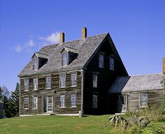 Olson House - Cushing, Maine by Peter Urbanski, via Flickr England Houses, New England Homes, New England Style, Early American Homes, American Houses, Grey Houses, Old Houses, Building An Addition, Saltbox Houses