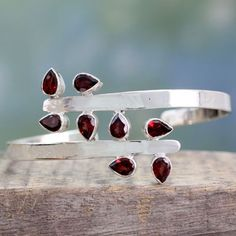 Garnet is the January gemstone which marks the milestone of 2nd year of the marriage. It shares close resemblance to pomegranate. Read all about it in this post!. #garnet #semipreciousstone #pomegranatestone #redcoloredstone #stonejewelry