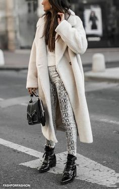 39 beautiful winter outfits ideas for women - Street Style Casual Winter Outfits, Winter Dress Outfits, Dress Winter, Outfit Winter, Fashion Mode, Look Fashion, Womens Fashion, Fashion Trends, Fall Fashion