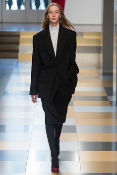 View the complete Fall 2017 collection from Jil Sander.