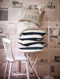 """""""wallpaper"""" design is mine : isn't it lovely?: interior inspiration : decorating with paper. Newspaper Wall, Recycle Newspaper, Newspaper Background, Cute Cushions, Flea Market Decorating, Black And White Love, Creative Walls, Room Set, Soft Colors"""