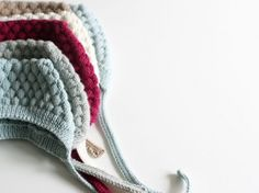 Bullet Bonnet: They can never have too many bonnets in their closet, or what? Ministrikk's Bullet Bonnen on 3 mm needles. Knitting For Kids, Crochet For Kids, Baby Knitting, Knit Crochet, Knitting Ideas, Little People, Little Ones, Bobble Hats, Winter Essentials